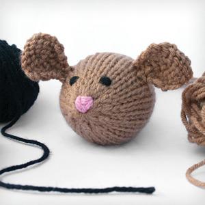 Loom-Knit Men's Cabin Slippers - Lion Brand Yarn